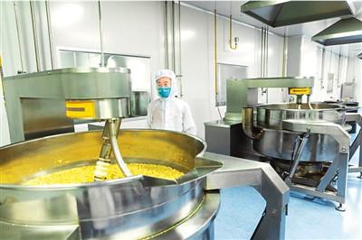 留加海归杨铄的食用菌菌种研发和培育工厂。